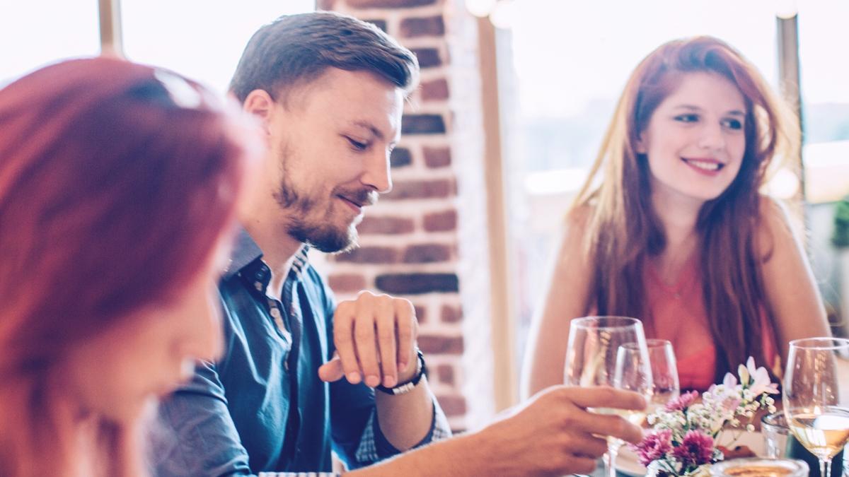 友人との家飲みやパーティー、20代前半と後半でどう変わる?