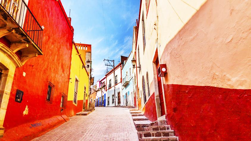 彩りの季節・春を待てないアナタに贈る、カラフルなメキシコの魅力。