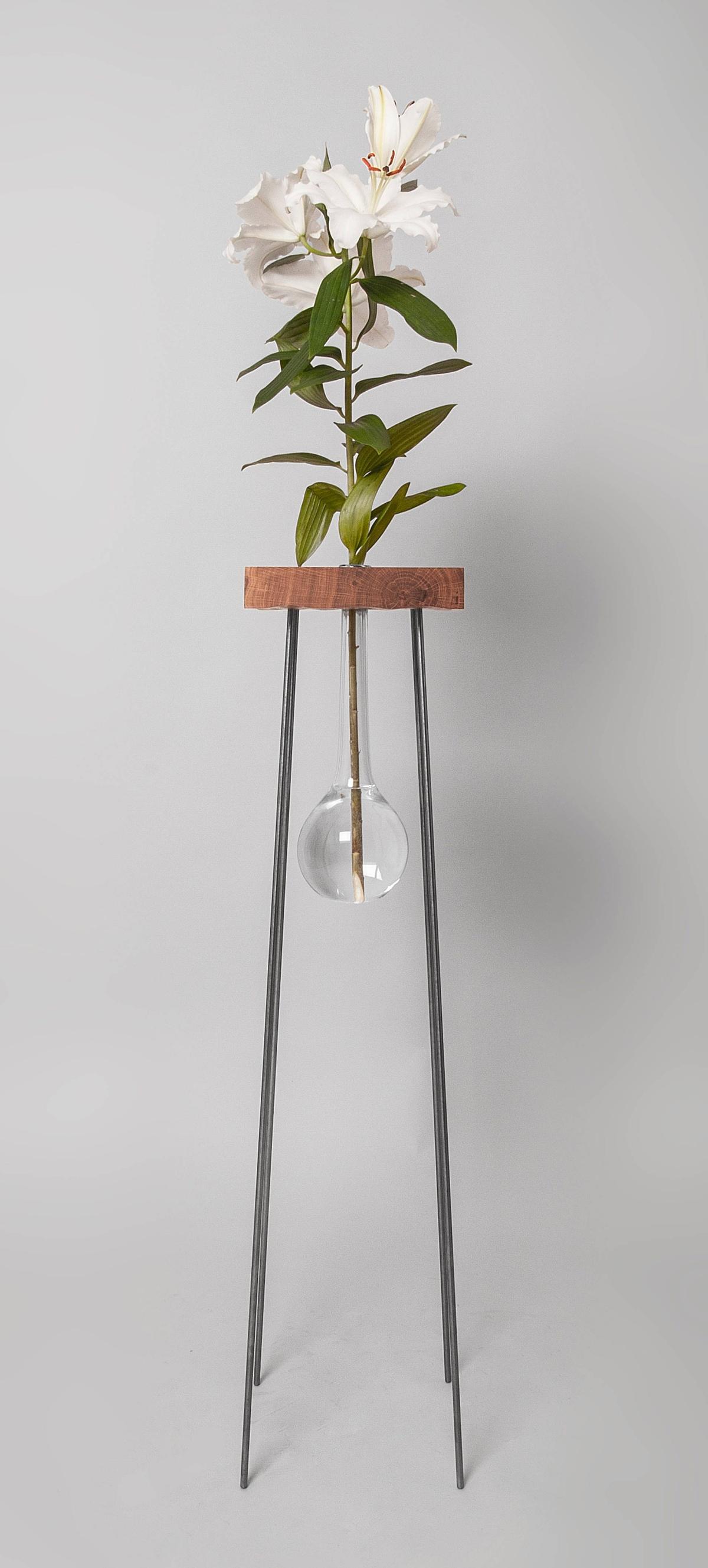 生け花のことを考えに考えたテーブル(たぶん世界初)