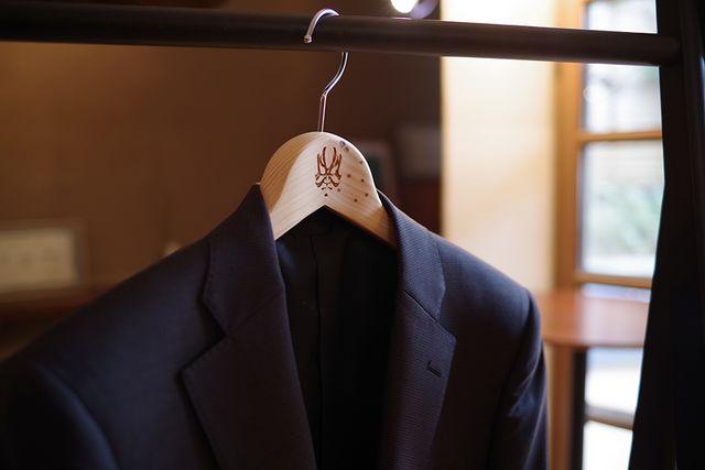 歌舞伎座 檜舞台ジャケットハンガーのイメージ