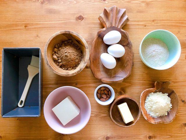 人気パーソナルトレーナー・門脇妃斗未先生おすすめの、食べて痩せる手作りおやつレシピ「黒糖パウンドケーキ」、材料一覧