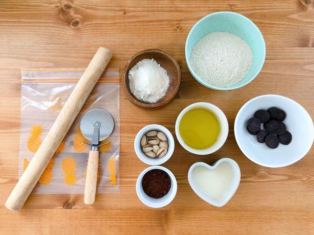 人気パーソナルトレーナー・門脇妃斗未先生おすすめの、食べて痩せる手作りおやつレシピ「グラハムココアクラッカー」、材料一覧