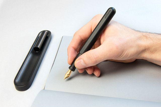オールチタン万年筆「stilform INK」